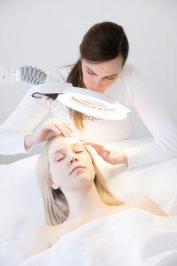 aknenarben-gesichtsnarben-behandlung-pigmentstoerung-im-gesichtbehandeln